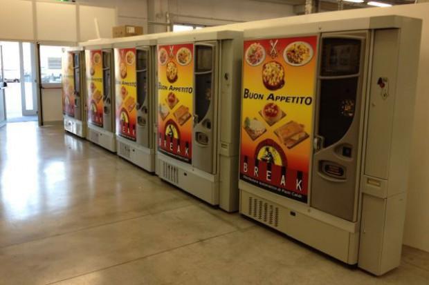 Rośnie popularność sprzedaży dań gotowych poprzez automaty