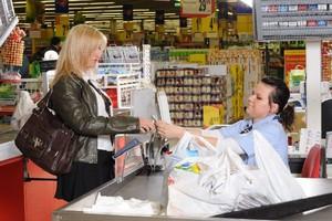 W marcu sprzedaż detaliczna w sklepach wzrosła o ponad 15 proc.