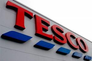 Sprzedaż Tesco na rodzimym rynku spada
