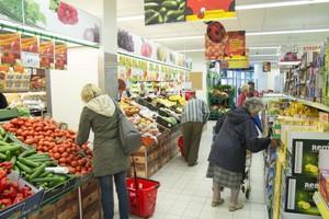 Duże sklepy sprzedają już połowę towarów FMCG w Polsce