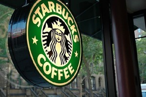 Starbucks inwestuje w vending