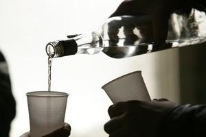 Branża spirytusowa obawia się, że kryzys zwiększy popyt na nielegalny alkohol