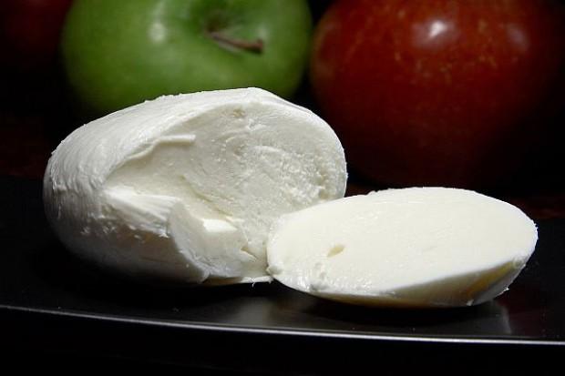 Śledztwo ws. produkcji mozzarelli z polskiego mleka