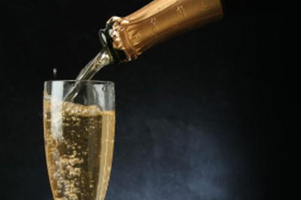 Za trzy lata produkcja szampana zacznie się kurczyć