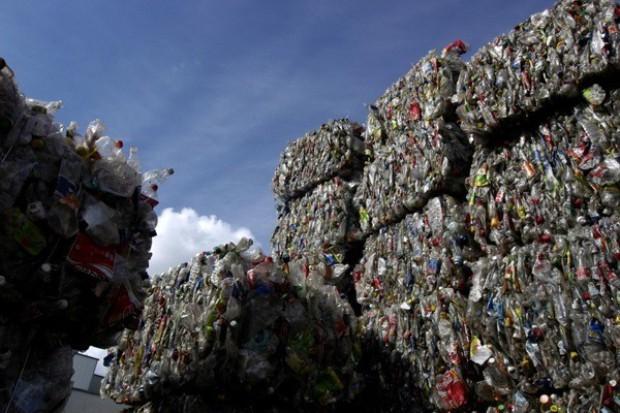 Z ustawy o opakowaniach wykreślono przepis ukrócający recyklingową szarą strefę