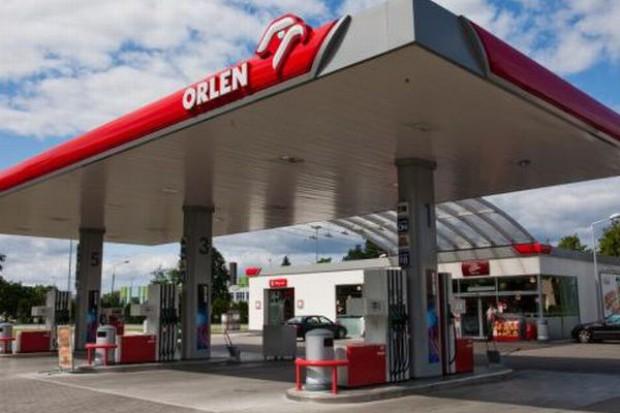 Stacje paliw walczą o klienta rozbudowaną ofertą sklepów