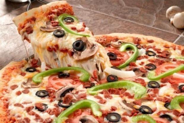 62 proc. Polaków je pizzę przynajmniej raz w miesiącu