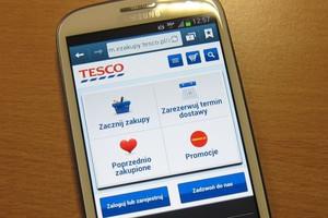 W Tesco można zrobić zakupy przez smartfon