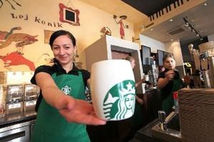 Starbucks poprawia globalne zyski i przychody