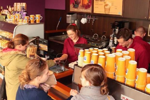 Co drugi Polak odwiedza kawiarnie rzadziej niż trzy lata temu