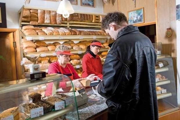 Producenci żywności stawiają na sklepy firmowe