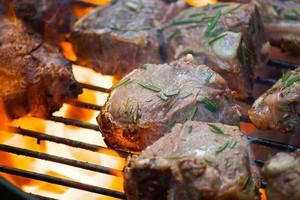 Badanie: Ponad połowa Polaków będzie grillować w majówkę