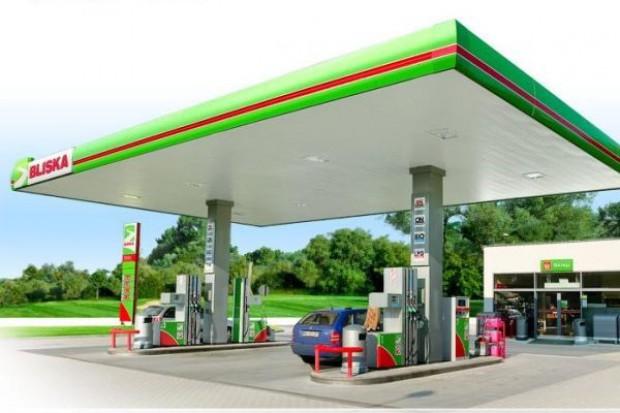 Spada liczba stacji benzynowych w Polsce. Sieci handlowe inwestują