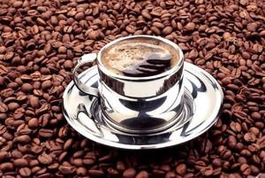 Rynkowe ceny kawy najniższe od 4 lat, a w kawiarniach brak zmian