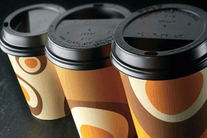 Raport:  Polacy na kawę coraz częściej chodzą do fastfoodów