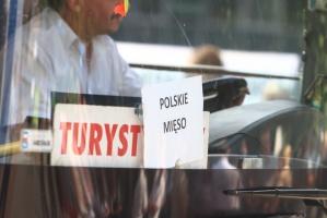 Zdjęcie numer 1 - galeria: Zwolennicy uboju rytualnego demonstrowali w Warszawie (galeria zdjęć)