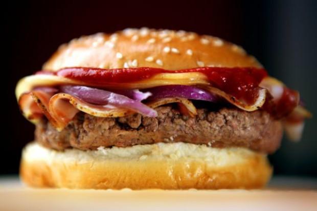 Burger z próbówki budzi kontrowersje religijne