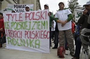 Zdjęcie numer 1 - galeria: Dość lekceważenia rolników - protest pod ministerstwem (zdjęcia)