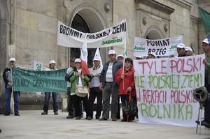 Zdjęcie numer 4 - galeria: Dość lekceważenia rolników - protest pod ministerstwem (zdjęcia)