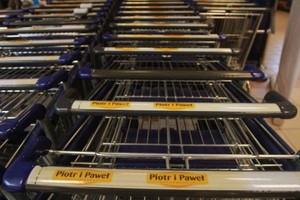 Dyskonty konkurują z hipermarketami i supermarketami