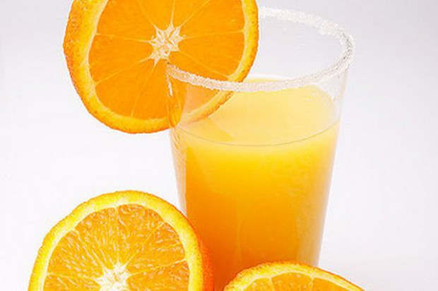 Badanie: Polacy wybierają do śniadania soki zamiast owoców i warzyw