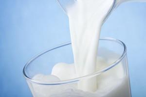 Rekordowe ceny mleka. Jogurty i sery będą droższe