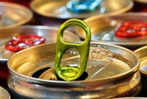 Zwalnia sprzedaż napojów gazowanych, ale nie coli