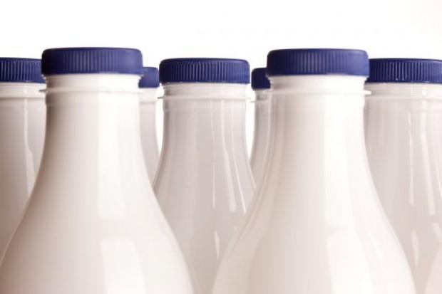 Mleczarnia zarabia na litrze mleka tylko kilka groszy