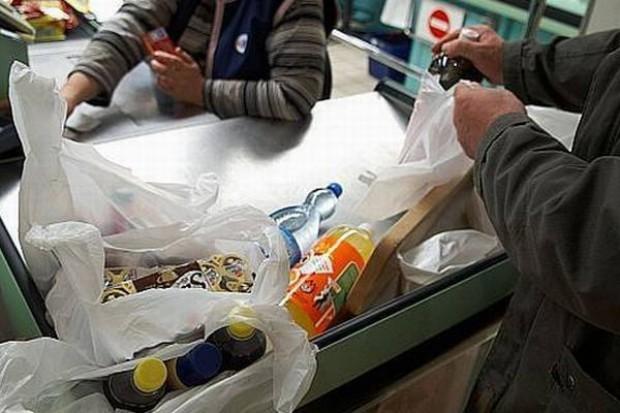 PE znów zajmuje się plastikowymi torbami w sklepach