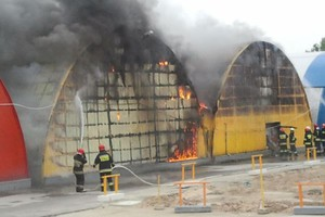 Duży pożar na Praskiej Giełdzie Spożywczej (Galeria zdjęć)