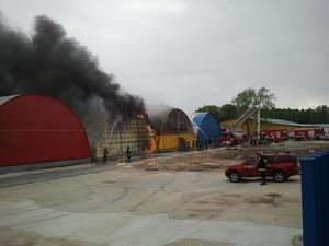 Zdjęcie numer 1 - galeria: Duży pożar na Praskiej Giełdzie Spożywczej (Galeria zdjęć)