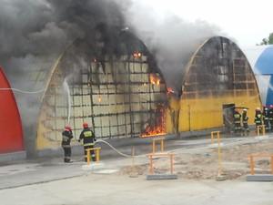 Zdjęcie numer 2 - galeria: Duży pożar na Praskiej Giełdzie Spożywczej (Galeria zdjęć)