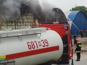 Zdjęcie numer 5 - galeria: Duży pożar na Praskiej Giełdzie Spożywczej (Galeria zdjęć)