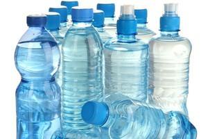 GfK: Rynek wody mineralnej zanotował niewielkie spadki
