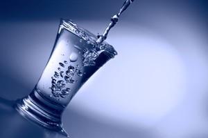 Nad producentami wódki wciąż wisi widmo wyższej akcyzy; produkcja ostro spada