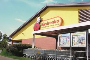 Biedronka i Lidl stawiają w wakacje tymczasowe sklepy