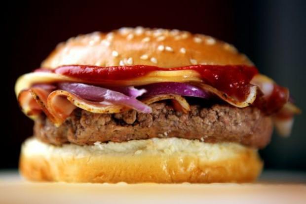 UE nie chce w burgerach amerykańskiej wołowiny i upraw GMO