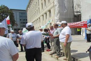 Protest sadowników pod ministerstwem
