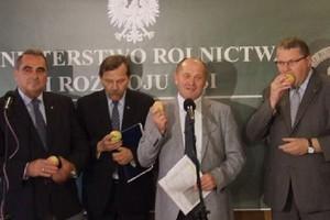 Zdjęcie numer 2 - galeria: Polskie protesty przeciw rosyjskiemu embargo zauważone w światowych mediach