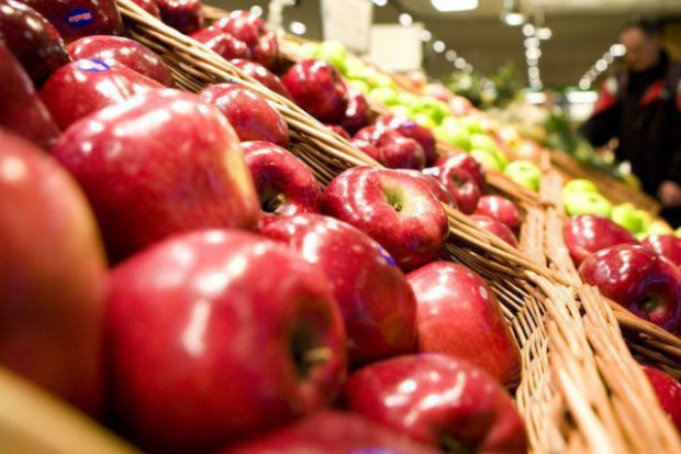 Przedstawiciele Suwalskiej SSE rozdawali polskie jabłka