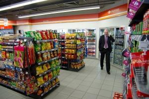 Sprzedaż Lukoila może pokrzyżować plany sieci Carrefour w Polsce