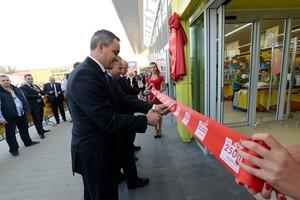 Zdjęcie numer 2 - galeria: Biedronka ma już 2500 sklepów w Polsce. Sieć otwiera sklepy według nowego projektu
