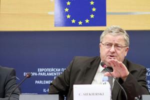 Europoseł Siekierski o sposobach wsparcia producentów owoców i warzyw