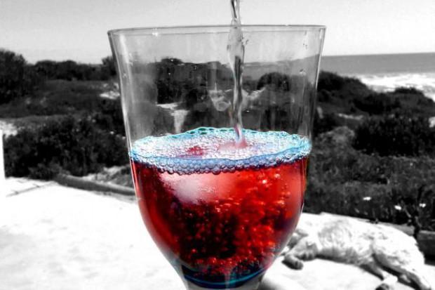 Wino najczęściej kupowanym alkoholem na zagranicznych wycieczkach
