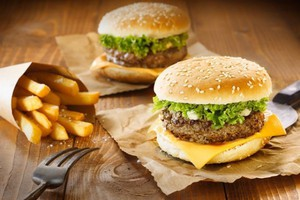 Lokale serwujÄ…ce burgery nie tracÄ… popularnoÅ›ci