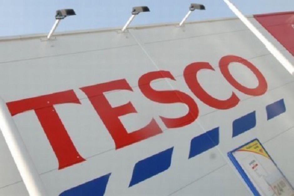 Tempo spadku sprzedaży Tesco w Wielkiej Brytanii odrobinę zwolniło