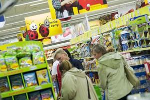 Klienci kupują w Biedronkach coraz mniej