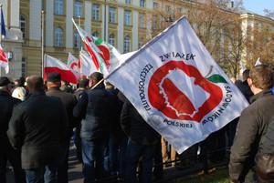 """Zdjęcie numer 2 - galeria: Sadownicy protestowali w stolicy w kamizelkach z napisem """"Frajer"""" (galeria zdjęć)"""