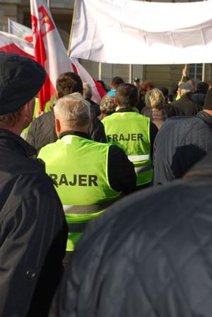 """Zdjęcie numer 4 - galeria: Sadownicy protestowali w stolicy w kamizelkach z napisem """"Frajer"""" (galeria zdjęć)"""