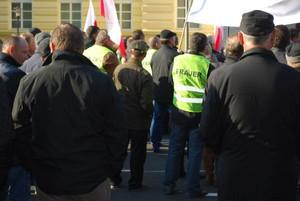 """Zdjęcie numer 5 - galeria: Sadownicy protestowali w stolicy w kamizelkach z napisem """"Frajer"""" (galeria zdjęć)"""